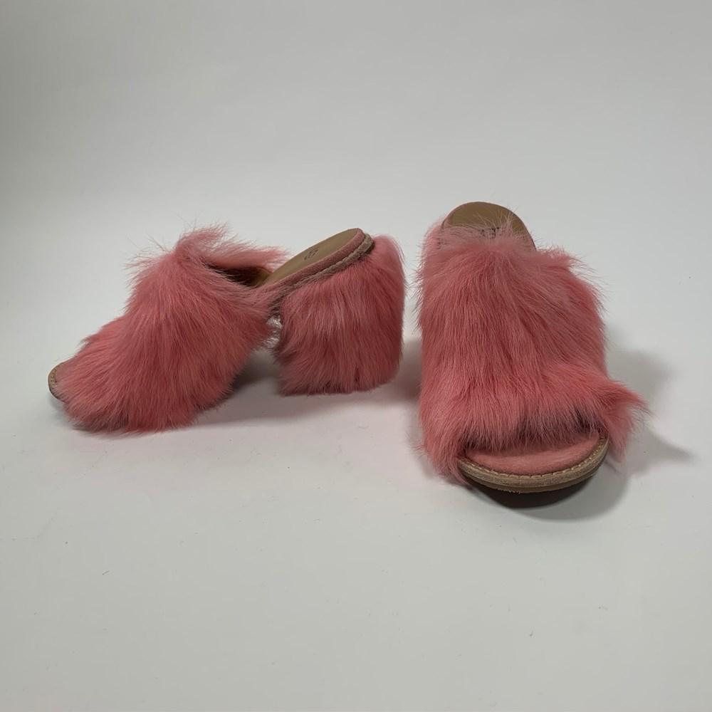 47f44a33c28 UGG Rosa Pink Fluff Heeled Mules - Size 6